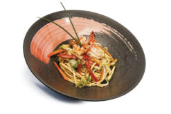 spagetti udon con gamberi